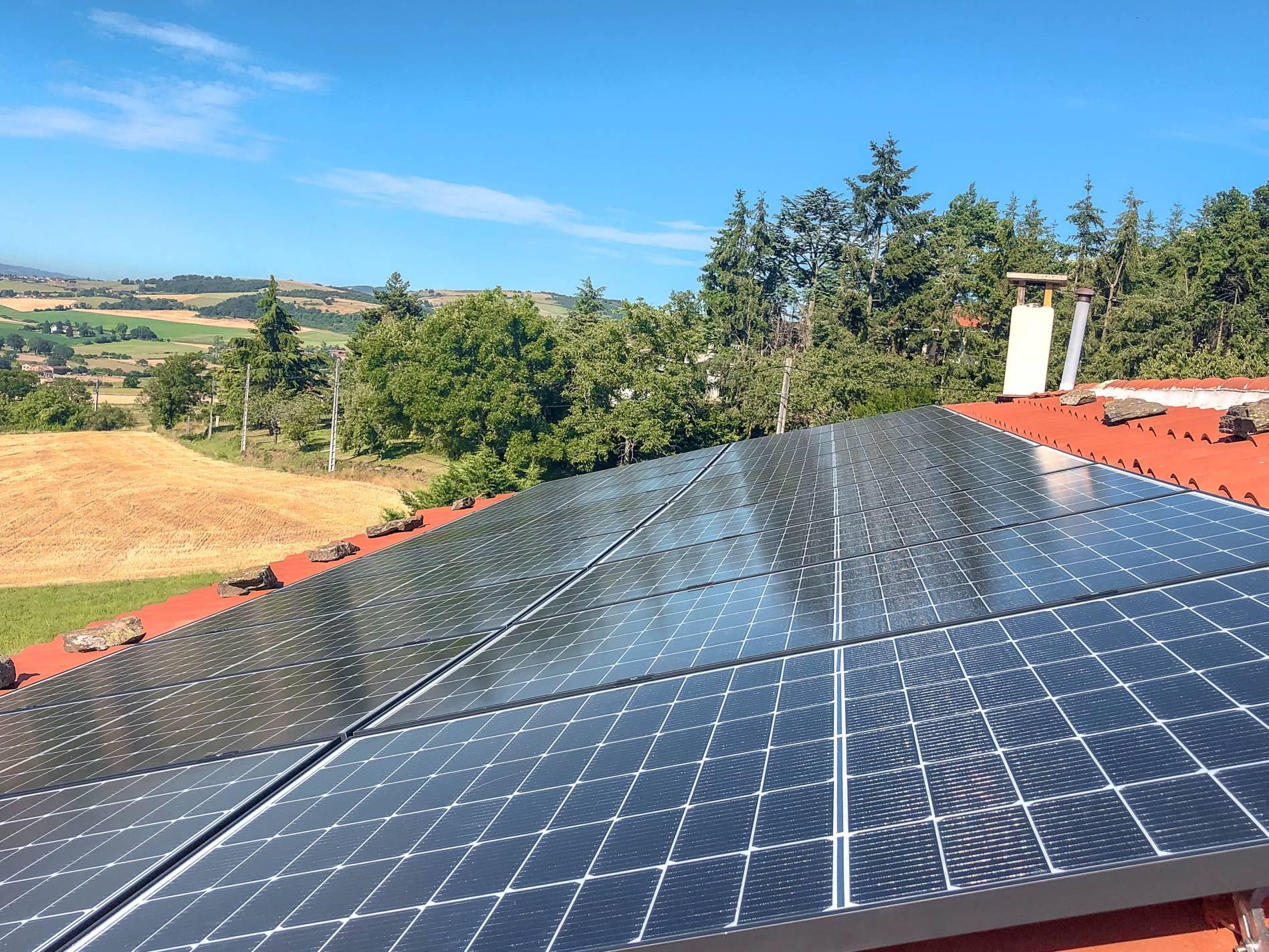 Electricité connecté réseau panneaux photovoltaiques